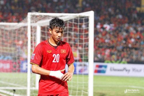 """Tất tần tật về Văn Đức – """"người hùng thầm lặng"""" của Việt Nam trong trận chung kết lượt đi AFF Cup 2018"""