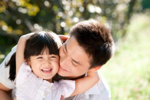 Đây là 4 hành động mà người bố cần tránh tuyệt đối, nếu không con trẻ sẽ bị tổn thương sâu sắc - Ảnh 1.