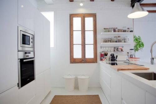 10 ý tưởng lưu trữ tuyệt vời giúp không gian nhà bếp nhỏ đến mấy cũng gọn gàng - Ảnh 3.