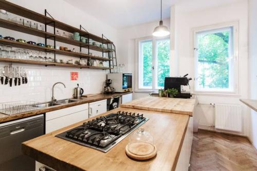 10 ý tưởng lưu trữ tuyệt vời giúp không gian nhà bếp nhỏ đến mấy cũng gọn gàng - Ảnh 4.