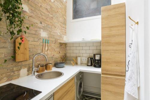 10 ý tưởng lưu trữ tuyệt vời giúp không gian nhà bếp nhỏ đến mấy cũng gọn gàng - Ảnh 5.