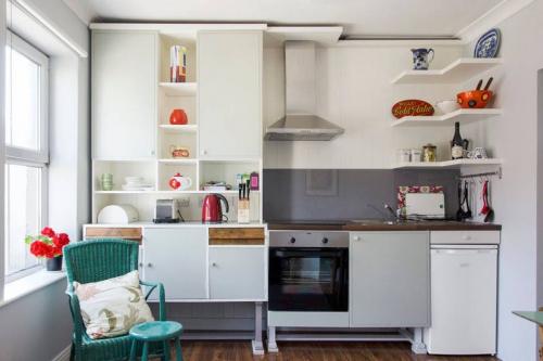 10 ý tưởng lưu trữ tuyệt vời giúp không gian nhà bếp nhỏ đến mấy cũng gọn gàng - Ảnh 7.