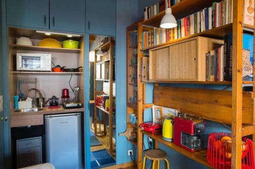 10 ý tưởng lưu trữ tuyệt vời giúp không gian nhà bếp nhỏ đến mấy cũng gọn gàng - Ảnh 8.