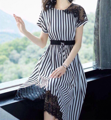 Đặt mua váy nhận ngay áo khác xa hình minh họa, xét về độ trớ trêu thì không gì vượt qua được mua hàng online