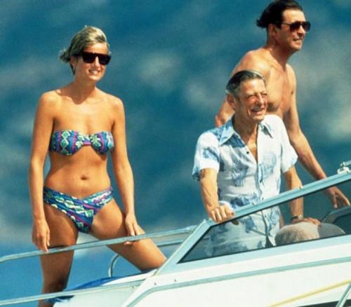 Bình thường kín đáo thanh lịch, không ngờ khi khoe dáng với đồ bơi Công nương Diana lại gợi cảm thế này - Ảnh 11.