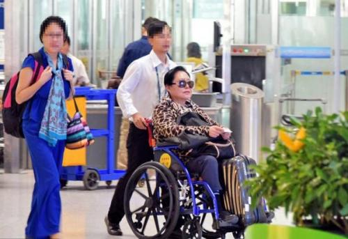 """Xót xa với cuộc sống bên xe lăn của """"Võ Tắc Thiên"""" Từ Cầm Cao Oa ở tuổi 68"""