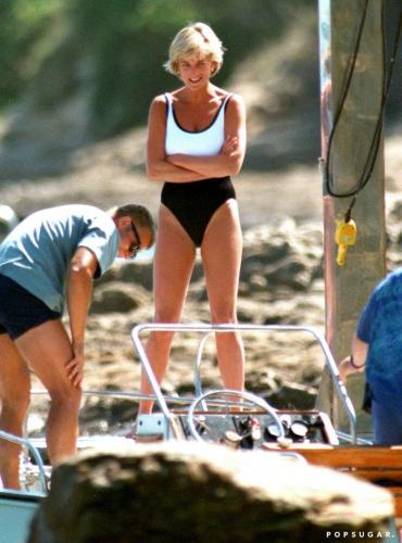 Bình thường kín đáo thanh lịch, không ngờ khi khoe dáng với đồ bơi Công nương Diana lại gợi cảm thế này - Ảnh 7.