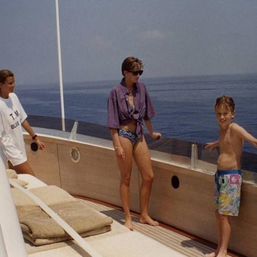 Bình thường kín đáo thanh lịch, không ngờ khi khoe dáng với đồ bơi Công nương Diana lại gợi cảm thế này - Ảnh 13.