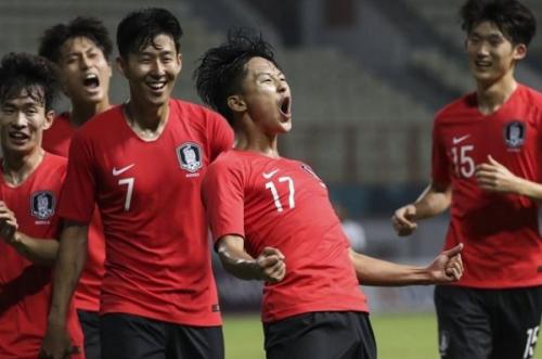 """Tình trường thú vị của các cầu thủ đẹp trai U23 Hàn Quốc: Kẻ  danh sách bạn gái dài cả km, người… """"vườn không nhà trống"""""""