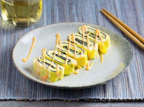 Món trứng cuộn tưởng dễ nhưng để làm ngon đẹp như nhà hàng thì không phải mẹ nào cũng biết