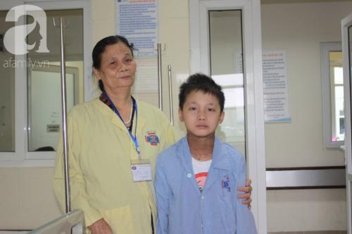 Lời khẩn cầu của người bà sáng chăm cháu nội ung thư tại bệnh viện, chiều về lo cho chồng bị chất độc da cam - Ảnh 5.