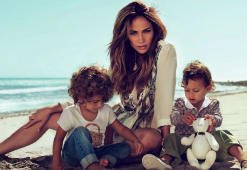 Chuyện về những bà mẹ đơn thân của showbiz :  Mẹ có thể không hoàn hảo nhưng mẹ chọn yêu con theo cách hoàn hảo nhất  - Ảnh 2.