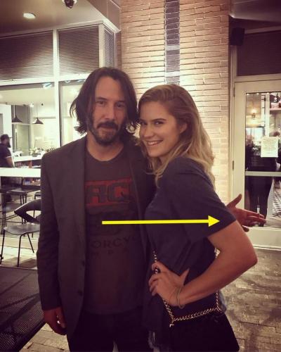 """Chỉ cần nhìn hành động này của Keanu Reeves cũng đủ chứng minh """"nhân cách vàng"""" của quý ông lịch thiệp bậc nhất Hollywood - Ảnh 2."""