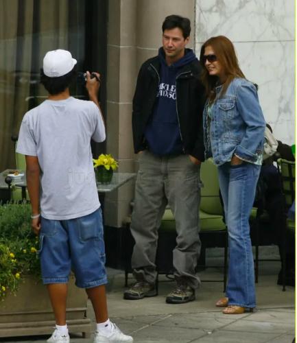 """Chỉ cần nhìn hành động này của Keanu Reeves cũng đủ chứng minh """"nhân cách vàng"""" của quý ông lịch thiệp bậc nhất Hollywood - Ảnh 8."""