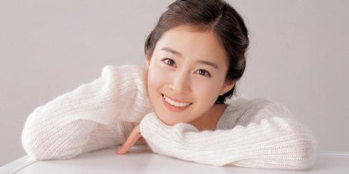 """Được mệnh danh là """"quốc bảo nhan sắc"""" nhưng Kim Tae Hee vẫn có những khoảnh khắc không muốn nhìn lại  - Ảnh 1."""
