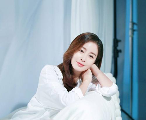 """Được mệnh danh là """"quốc bảo nhan sắc"""" nhưng Kim Tae Hee vẫn có những khoảnh khắc không muốn nhìn lại  - Ảnh 2."""