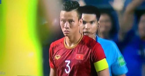 Không giành được King's Cup, Quế Ngọc Hải vẫn khiến NHM Việt Nam hả hê với màn đáp trả ngay trên chấm phạt đền - Ảnh 4.