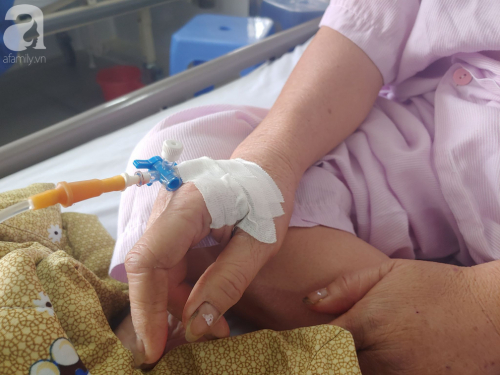 """Mẹ nhồi máu cơ tim nặng được người dưng đưa đi cấp cứu, con gái ruột nói """"nghèo quá, không lo được"""" rồi biệt tăm - Ảnh 6."""