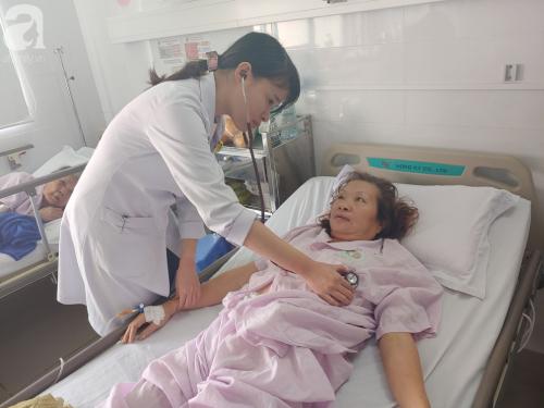"""Mẹ nhồi máu cơ tim nặng được người dưng đưa đi cấp cứu, con gái ruột nói """"nghèo quá, không lo được"""" rồi biệt tăm - Ảnh 5."""