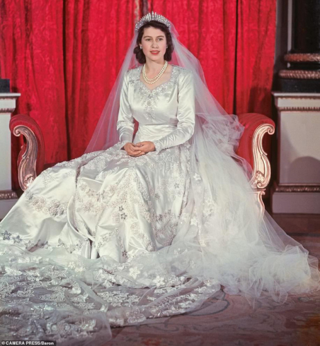 Thêm một loạt ảnh cưới đẹp như cổ tích của công chúa nước Anh, đủ khiến Meghan Markle phải xấu hổ khi bị nhắc về hôn lễ kém tinh tế của mình - Ảnh 4.
