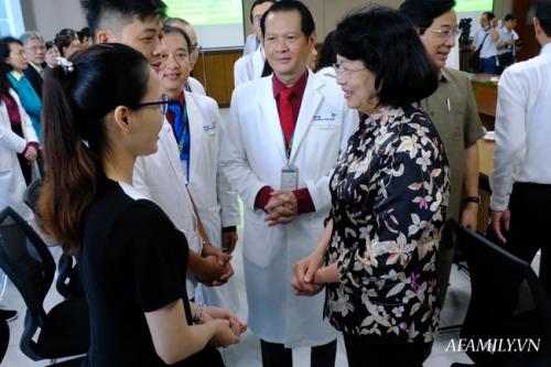 """2 tỷ đồng ủng hộ Diệu Nhi - Trúc Nhi, bác sĩ tiết lộ """"kỳ tích"""" trong ca mổ song sinh dính nhau - Ảnh 5."""