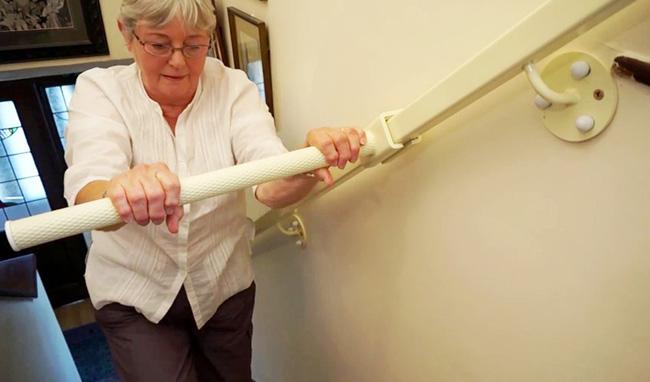 Nếu nhà có người già bạn hãy sắm ngay chiếc tay vịn cầu thang này - Ảnh 3.