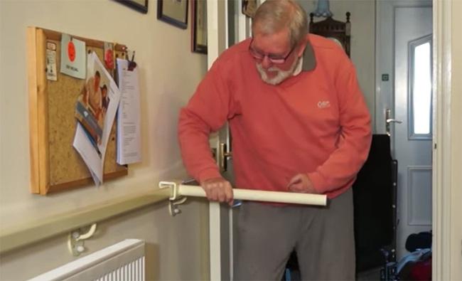 Nếu nhà có người già bạn hãy sắ m ngay chiếc tay vịn cầu thang này - Ảnh 6.