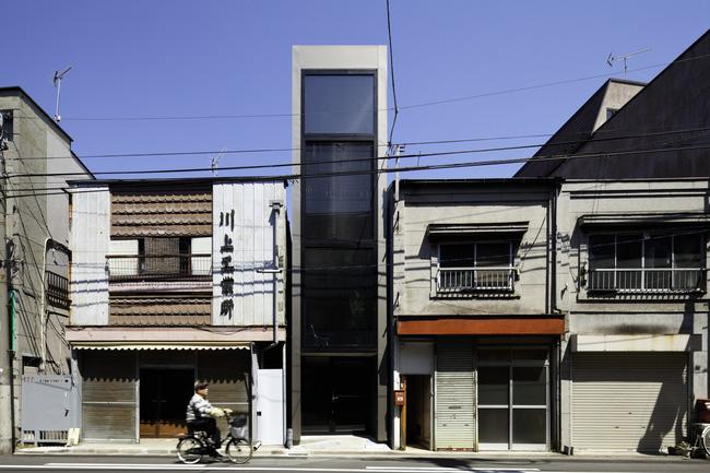 Với mặt tiền chưa đầy 2m, ngôi nhà ở Nhật Bản này cho chúng ta thấy với sự sáng tạo, không gì là không thể làm được
