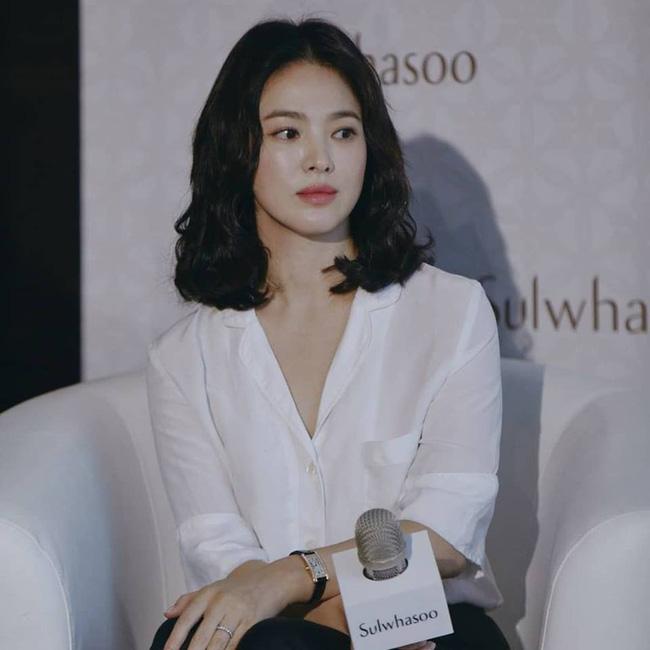 """Song Hye Kyo hé lộ nguyên nhân khiến cô ngày càng đẹp hơn bởi """"bí mật"""" ai cũng biết này"""