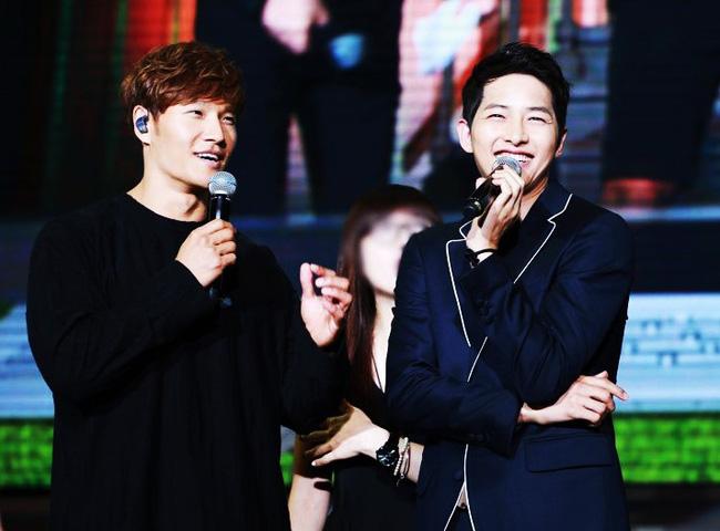 Đàn anh thân thiết bất ngờ tiết lộ bí mật hẹn hò của Song Joong Ki và Song Hye Kyo khiến ai cũng ngưỡng mộ - Ảnh 1.