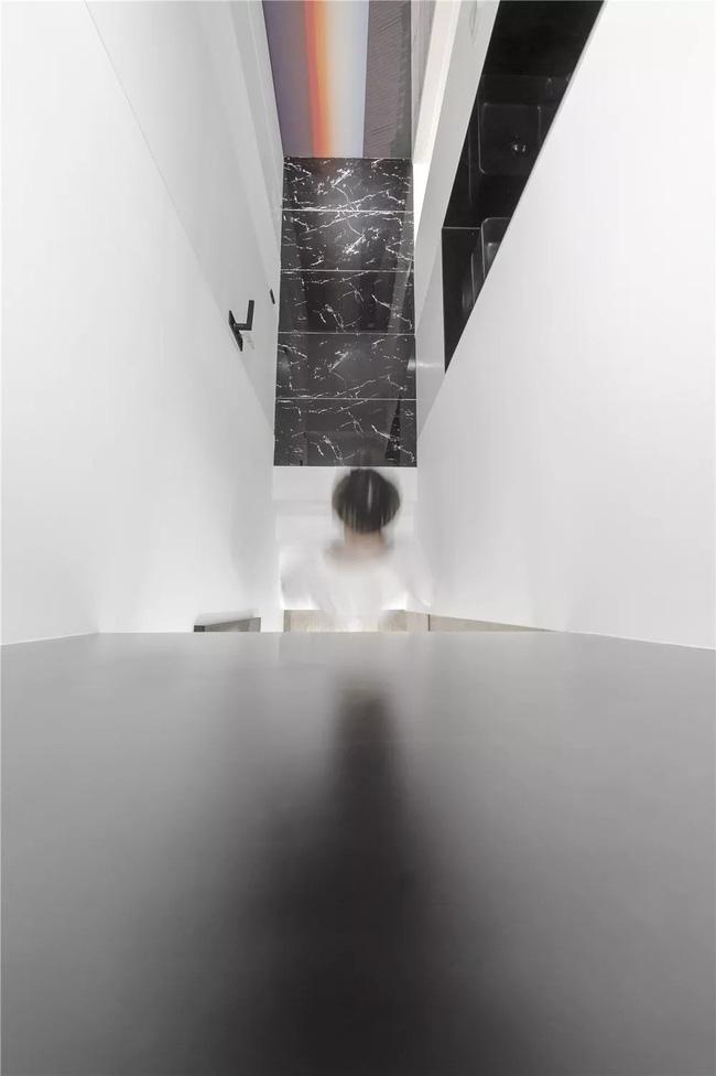Ngôi nhà cổ 30m² trong ngõ nhỏ được bố và con trai yêu nghệ thuật tự tay thiết kế lại, hoàn hảo đến từng mét vuông - Ảnh 22.