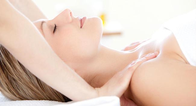 Suýt phải cắt bỏ ngực chỉ vì đi… massage, chuyên gia cảnh báo không được tùy tiện massage khu vực này