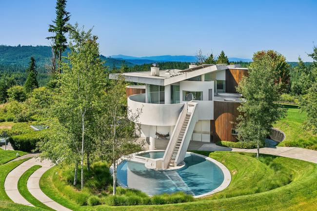 Ngôi nhà có chi phí xây dựng 250 tỷ đồng nhưng chỉ tốn 500 nghìn tiền điện mỗi tháng