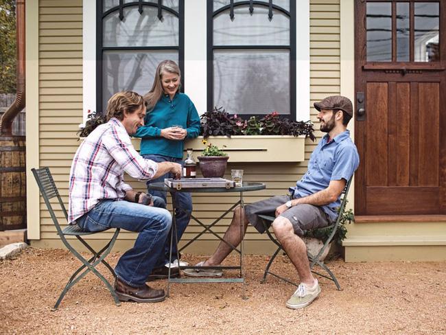 Nhìn vào ngôi nhà nhỏ hạnh phúc của gia đình 3 người để thấy: đôi khi ở nhà rộng chưa chắc đã vui bằng - Ảnh 7.