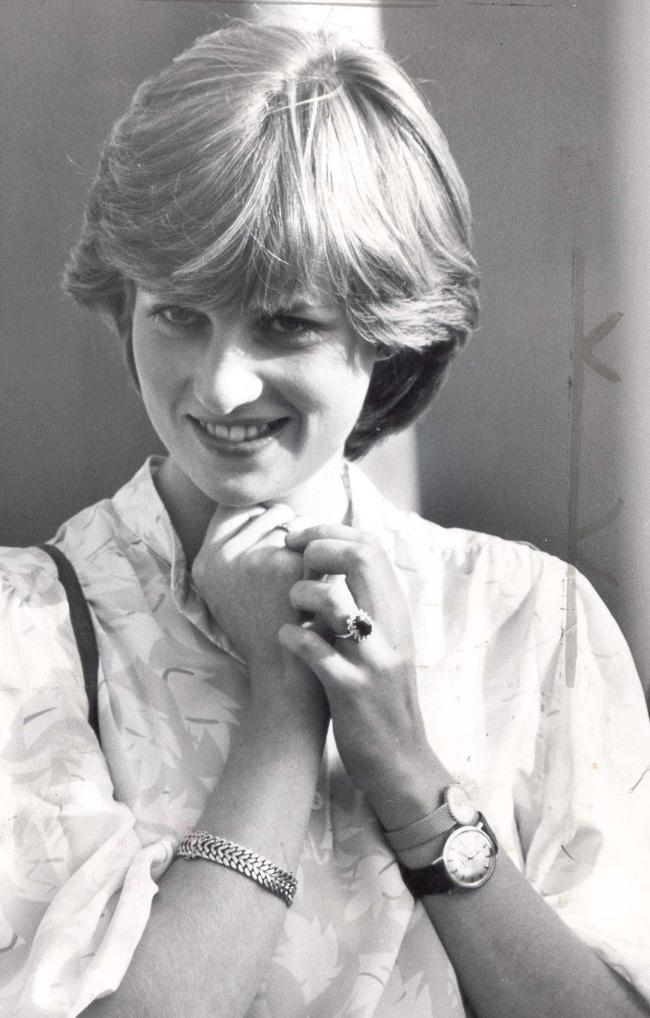 Là biểu tượng thời trang của mọi thời đại nhưng Công nương Diana đeo 2 chiếc đồng hồ 1 tay, hóa ra lý do thật sự lại ngọt ngào vậy