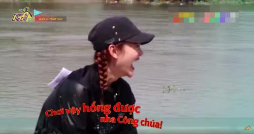 Không chỉ lộn nhào ở sàn catwalk đâu, Minh Hằng cũng vừa có cú phi người kinh điển tại Running Man  - Ảnh 11.
