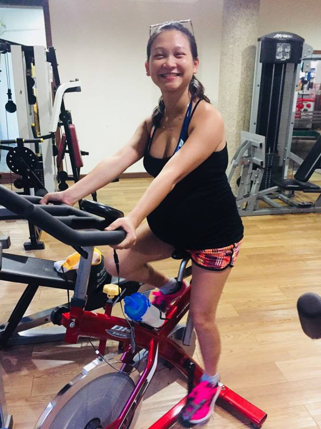 Tập gym đến tận ngày gần đẻ, mẹ Việt ở Trung Quốc cổ vũ các mẹ bầu: Làm gì miễn mẹ vui thì con mới khỏe - Ảnh 2.
