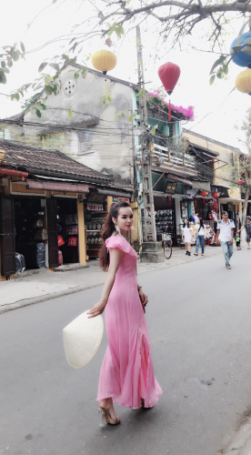 Ghen tị với bà mẹ 35 tuổi có 6 con gái vẫn trẻ xinh như gái son, đi xe tiền tỷ, kiếm chơi chơi hơn trăm triệu/tháng - Ảnh 16.