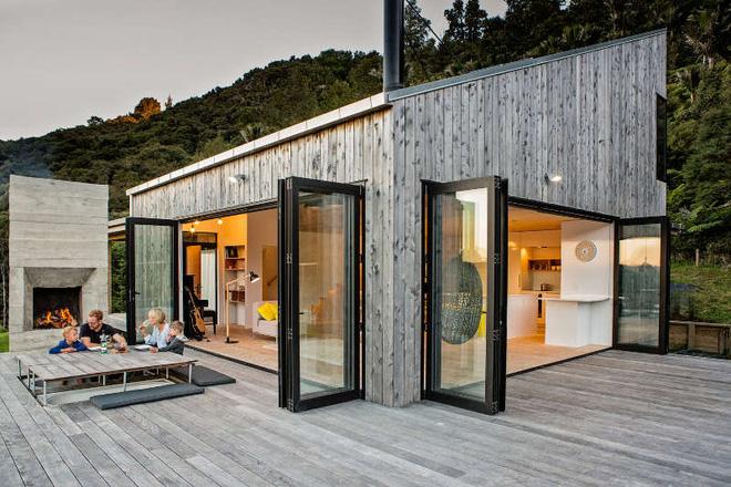 Ngôi nhà gỗ nhỏ thơ mộng bên đồi núi xanh tươi ai cũng mơ ước