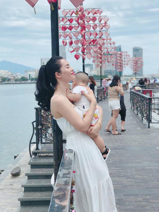 Con mới 9 tháng mẹ đã sở hữu vóc dáng nuột nà như người mẫu nhờ duy trì những thói quen này sau sinh - Ảnh 14.