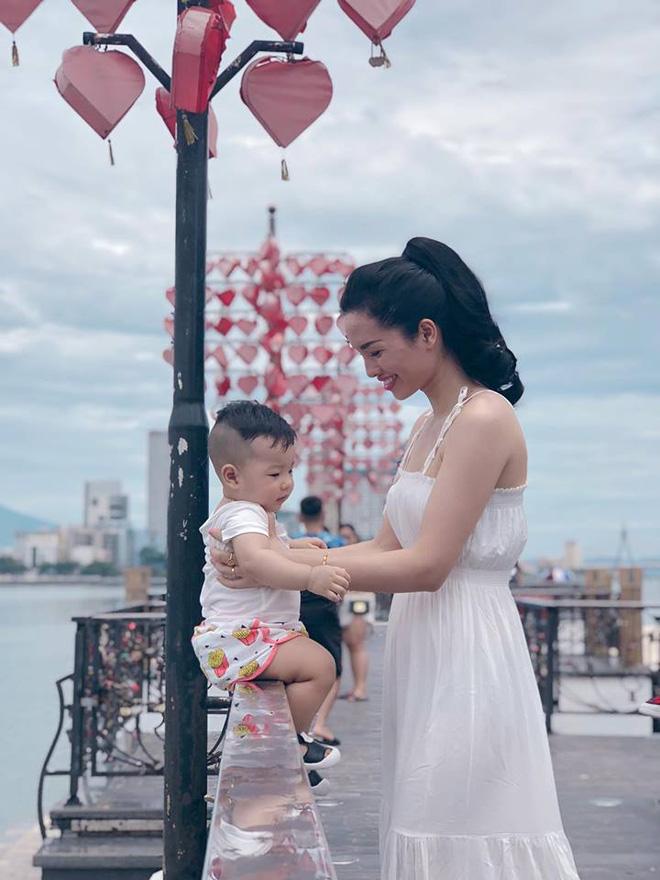 Con mới 9 tháng mẹ đã sở hữu vóc dáng nuột nà như người mẫu nhờ duy trì những thói quen này sau sinh - Ảnh 15.