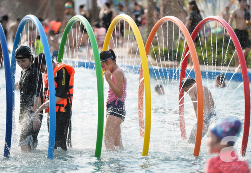 Những hình ảnh tuyệt đẹp trong công viên nước khổng lồ mới ở ngoại thành Hà Nội, thu hút các gia đình dịp hè này - Ảnh 5.