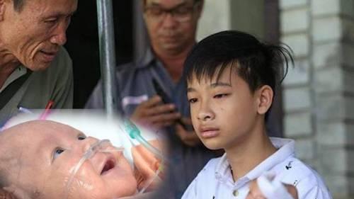 """Cuộc gặp gỡ của 2 đứa trẻ mất cả cha lẫn mẹ sau vụ cháy lớn ở Đê La Thành: """"Anh đây, em đừng khóc"""""""