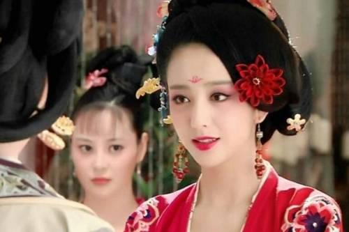 Từ kỹ nữ thành hoàng hậu, Triệu Phi Yến càng điên cuồng làm đẹp đến mức… vô sinh