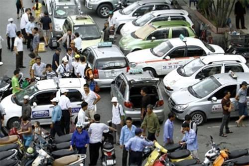 TP.HCM xử lý mạnh tay taxi 'nhái nhãn hiệu', taxi 'dù'
