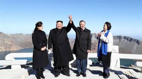 Chuyến thăm núi Bạch Đầu tạo xung lực hợp tác du lịch hai miền Triều Tiên