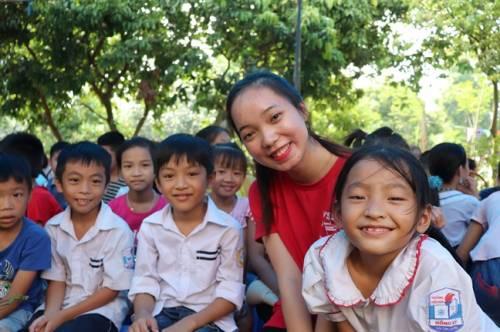 Đoàn đại biểu SSEAYP Việt Nam 45 mang niềm vui đến cho bệnh nhân và trẻ em