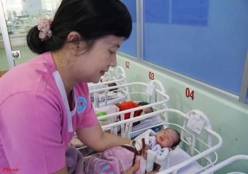 Bác sĩ chỉ chiêu giúp trẻ mới sinh không còn ngủ ngày thức đêm