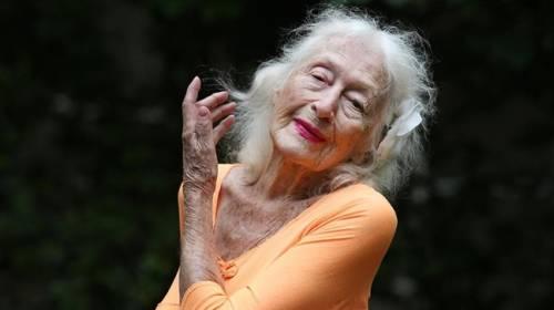 Vẻ đẹp tâm hồn và niềm đam mê bất tận của vũ công 104 tuổi