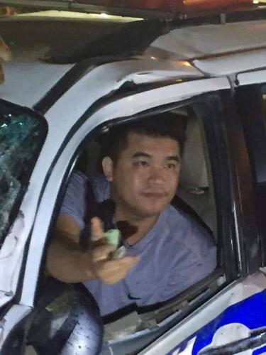Nguoi dan chan giu tai xe xe CSGT tong chet thanh nien ban trai cay thue